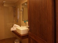 Caverna Room - Bathroom - db Seabank Resort + Spa