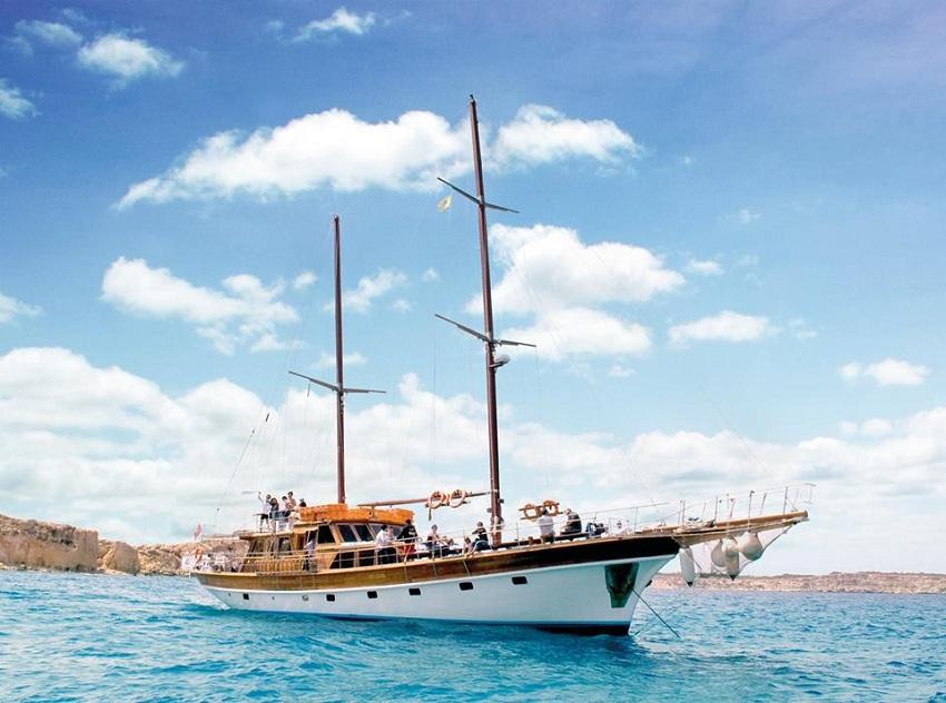 Hera Cruises - Yacht